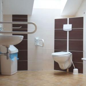 łazienki przystosowane do osób w domu opieki